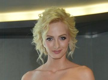 Полина Максимова сбрила волосы на глазах у поклонников