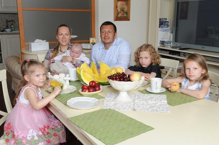 Владимир Соловьев гордится званием многодетного папы