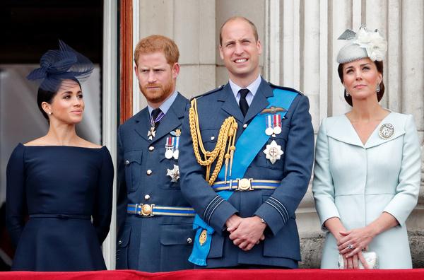 Принцы Уильям и Гарри благодаря своему богатству смогли получить образование в лучших колледжах страны