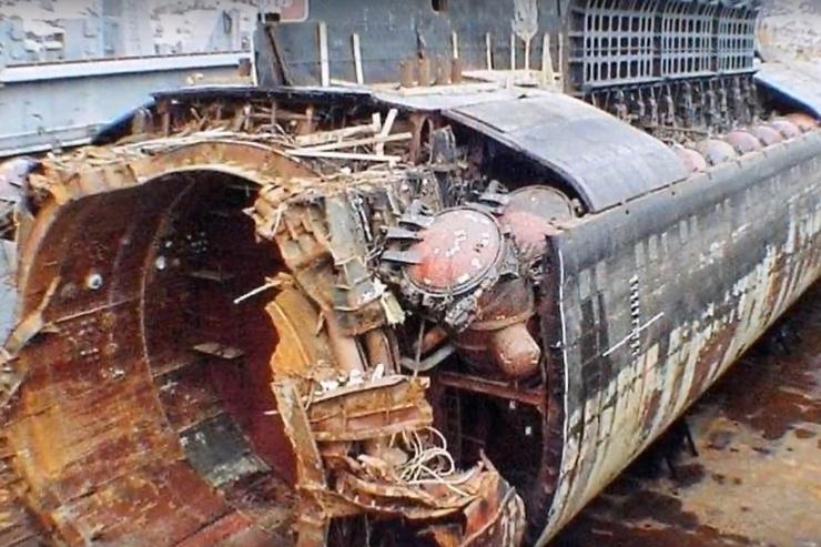 21 октября 2001 года «Курск» была завершена операция по поднятию лодки со дна Баренцева моря