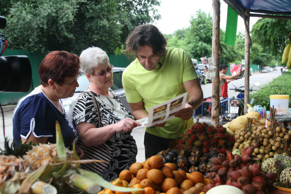 Людмила Дяченко, она же Люся 911, и Салима Нигматова затащили меня на базар