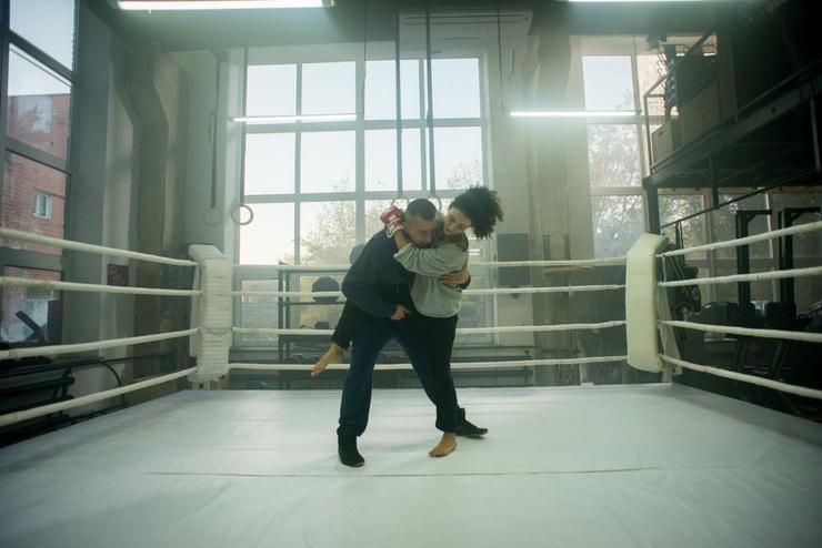 В сериале актер играет бойца смешанных единоборств