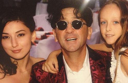 На днях рождения  Григория всегда  собиралась вся большая  семья артиста. На фото –  с дочерьми Ингой и Евой