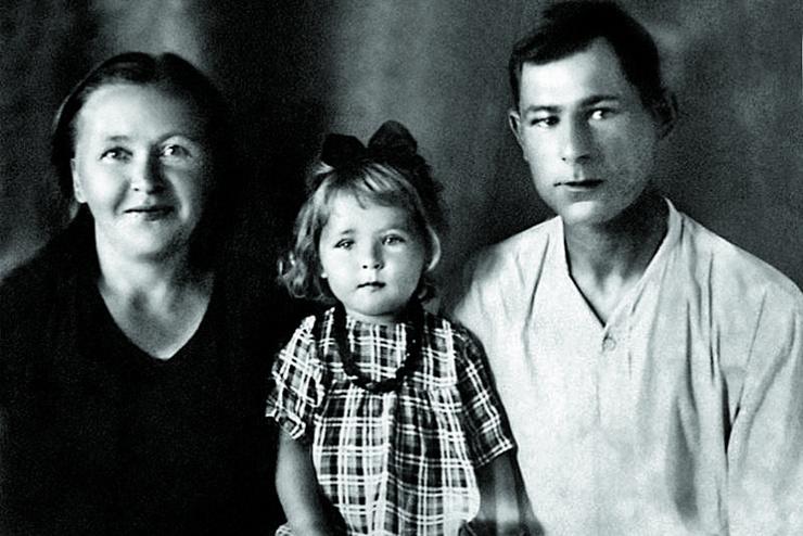 Raisa Ryazanova with her parents