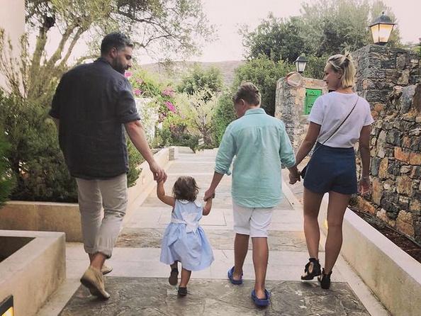 Общая дочь экс-супругов сейчас живет с мамой
