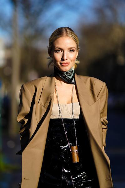Тренды зимы-2021: зачем носить кожу и почему в моду вернулись 80-е?