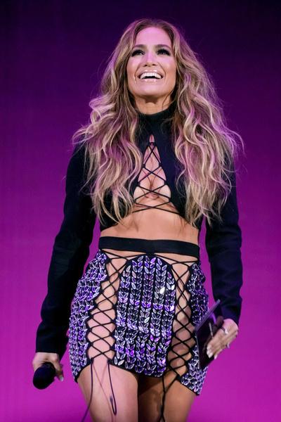 Джей Ло без трусиков, Мадонна в образе похотливой служанки. Звезды на MTV Video Music Awards
