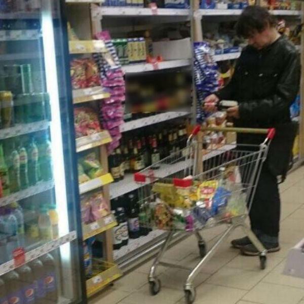 Наталья Штурм заметила Евгения с бутылкой в руках