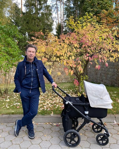 Валерий Сюткин: «В молодости хотелось скинуть ребенка на нянь, сейчас дорожу каждой минутой»