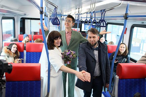 Стиль жизни: Самая необычная свадьба года прошла в… электропоезде МЦД! – фото №3