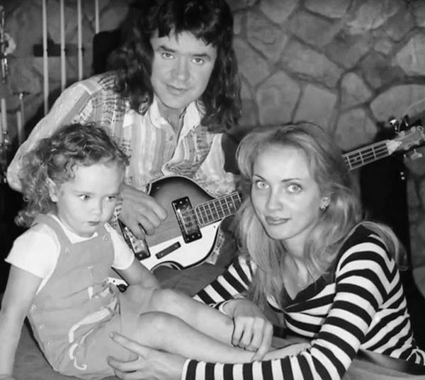 Евгений Осин с дочкой и женой