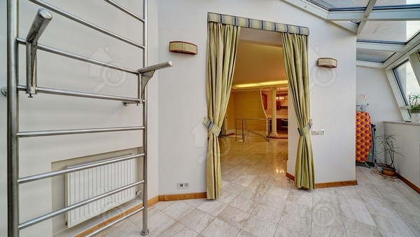 Квартиры в том же элитном доме, но со свежим ремонтом, стоят куда дороже