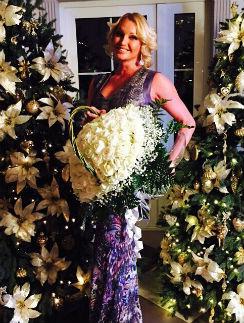 Анастасия Волочкова с обожаемыми белыми розами