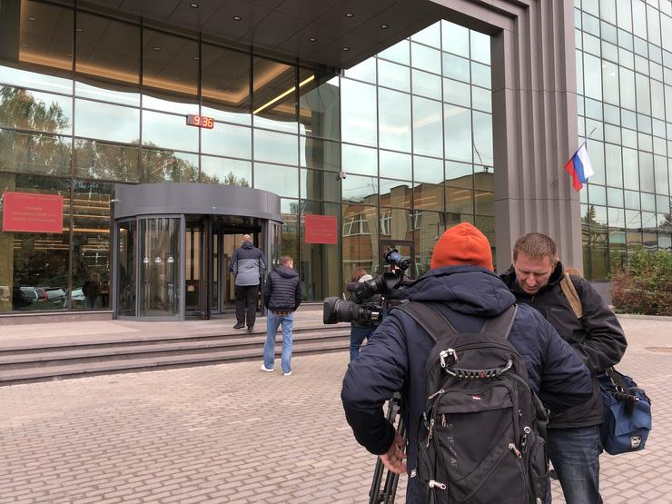 Журналисты ждут приезда актера