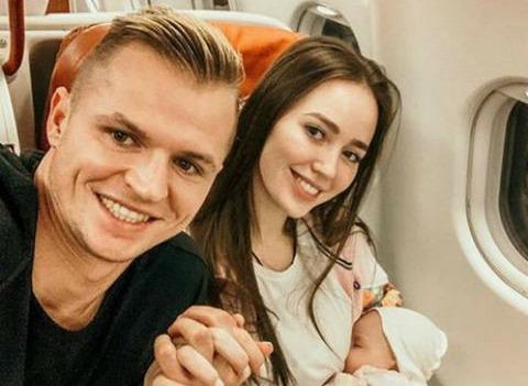 Дмитрий Тарасов и Анастасия Костенко впервые взяли дочь в путешествие