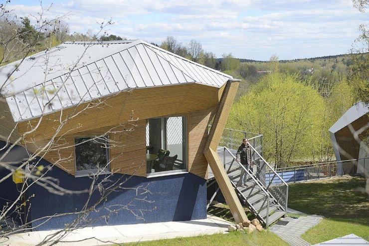 Дома в поселке отличаются необычной формой