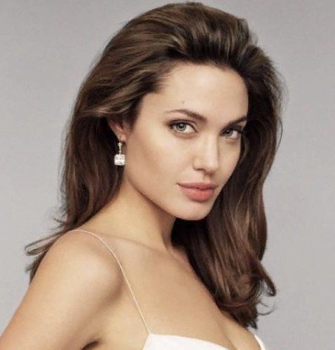 Джоли снова оказалась в медицинском учреждении