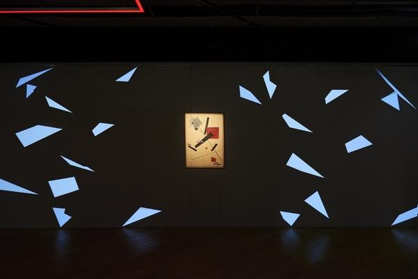 Создателям выставки удалось сконцентрировать внимание на главнейших особенностях развития национальной художественной традиции. Автор видео: Michael Kovynev