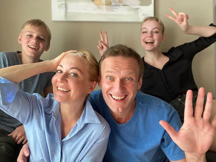 Навальный с семьей
