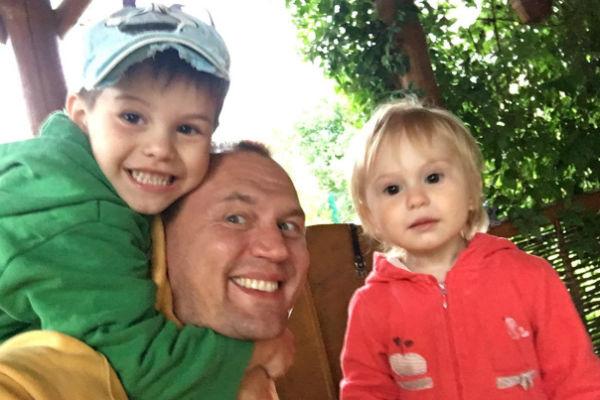 Степан и его бывшая супруга воспитывают двоих детей
