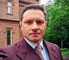«Стал встречаться с другой»: звезда КВН Максим Бобков в свое время бросил беременную жену