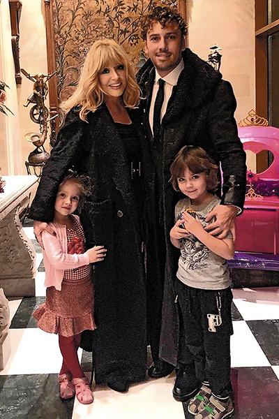 «Очень хочу воспитать их и увидеть, что получились хорошие детишки», — говорит Примадонна