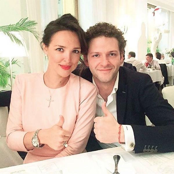 Артист и его супруга Алина счастливы в браке шесть лет