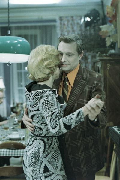 По сюжету Ольга влюблена в Юрия Самохвалова