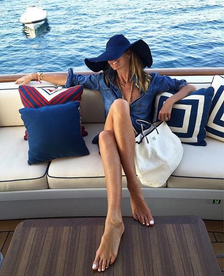 Лучшие ноги  Сен-Тропе  по-прежнему  у «Мисс  тело», матери  двоих детей,  модели Эль  Макферсон