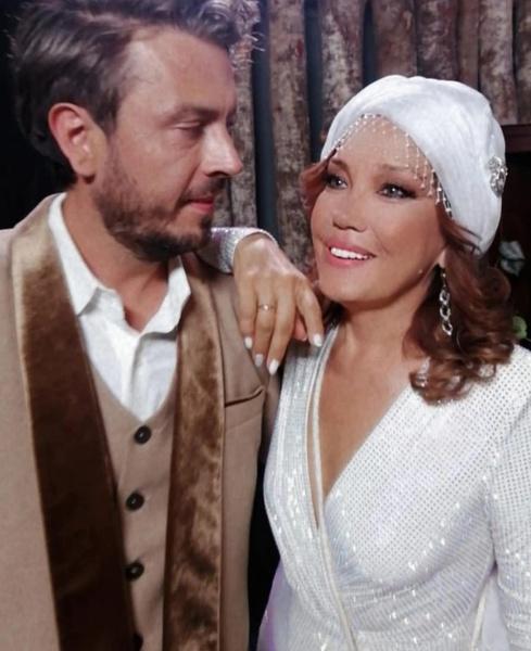 До замужества с Александро певица не была замужем.