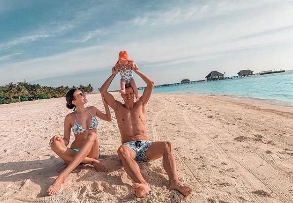 Супруги часто отдыхают за границей, но такой отдых чаще всего достается им по бартеру