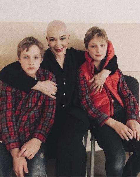 Теперь актриса в любое время видится с внуками