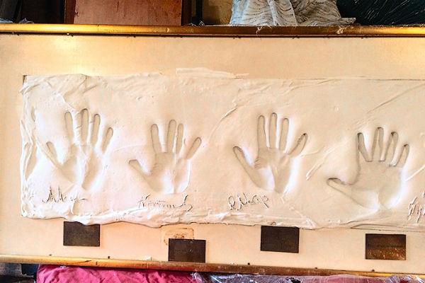 Слепки ладоней группы «Машина времени». Стоимость 60 тыс. рублей