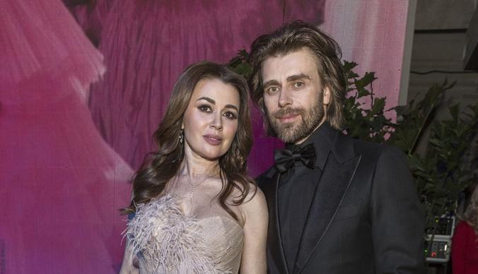 Налоговая заблокировала счета мужа Анастасии Заворотнюк