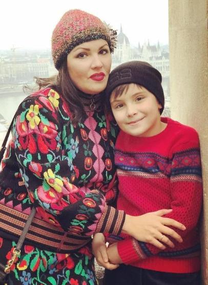 Оперная дива с сыном Тьяго