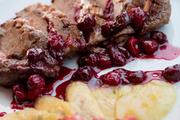 Филе утки с сыром  моцарелла под  вишневым соусом