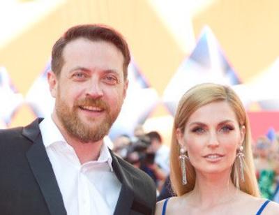 Саша Савельева поделилась постельным фото с мужем