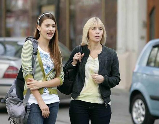 Тему отношений родителей и детей актриса раскрыла в сериале «Женщина желает знать»