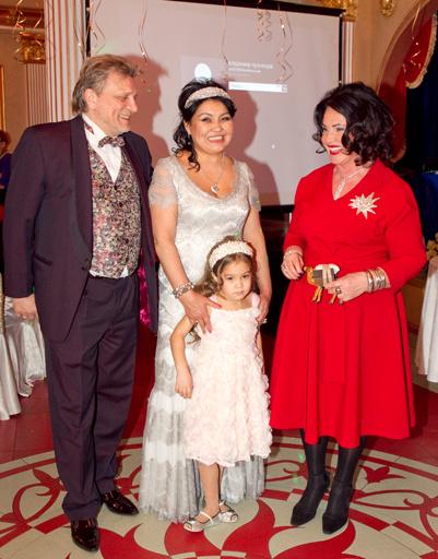 Клара с женихом и Надеждой Бабкиной