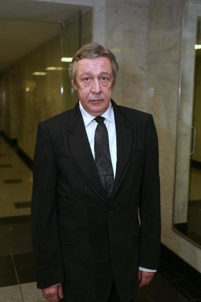 Михаил Ефремов находится под домашним арестом