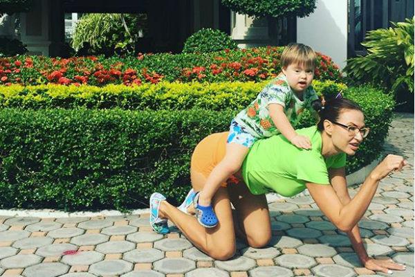 Актриса  и ее сын любят дурачиться вместе