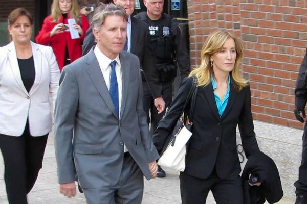Актрисе помогает целая команда адвокатов