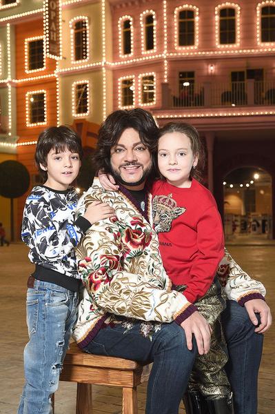 Певец с детьми Аллой-Викторией и Мартином