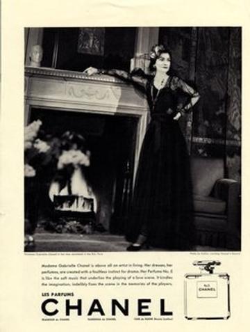 Коко Шанель в первой рекламе духов (1937 г.)