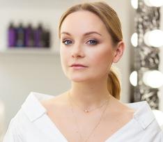Певица Настя Крайнова показала, как красиво уложить короткие волосы для вечеринки