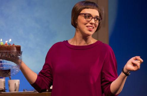 Актриса Нелли Уварова повредила ногу во время спектакля