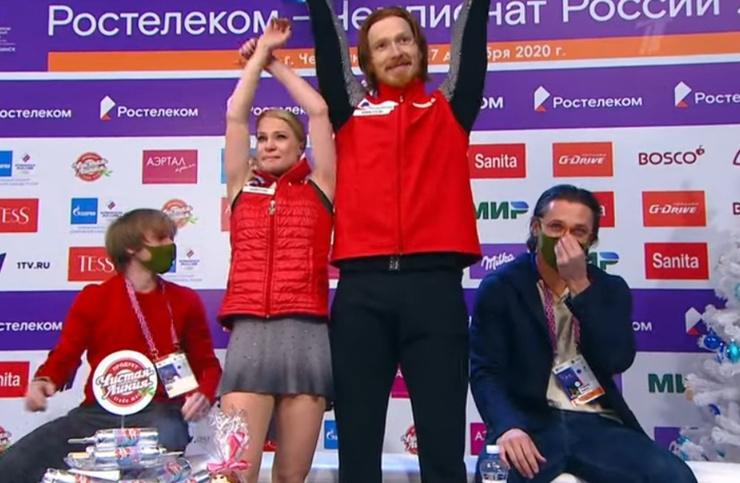 Евгения и Владимир, как и их тренер, не сдерживали слез