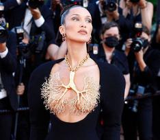 Голая грудь и прозрачное кружево: самые сексуальные наряды Каннского кинофестиваля-2021