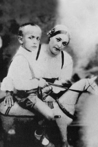 Изменил Князевой и не поддержал потерявшую ребенка Стаханову? Кому разбил сердце Ролан Быков