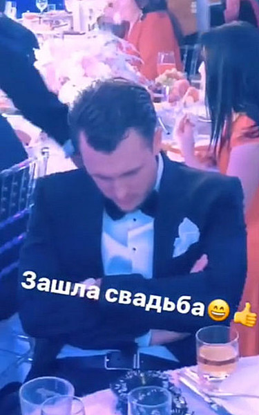 Друг Дмитрия Тарасова T-killah задремал на свадьбе, но затем проснулся и продолжил веселье
